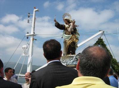 A Virxe do Carme bendicindo os barcos.jpg