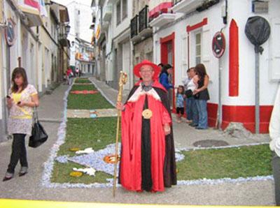 Manolo Montero de bispo na costa da Arribada.jpg